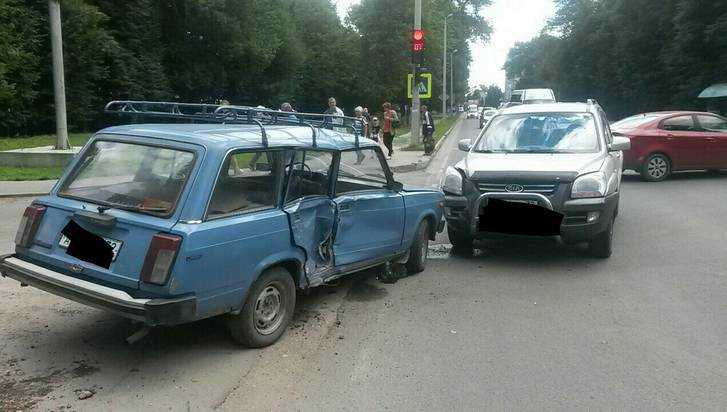 В Брянске на одном месте за два часа случилось две аварии