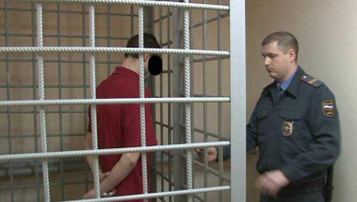 Два брянских бездельника избили и ограбили в Карачеве девушку