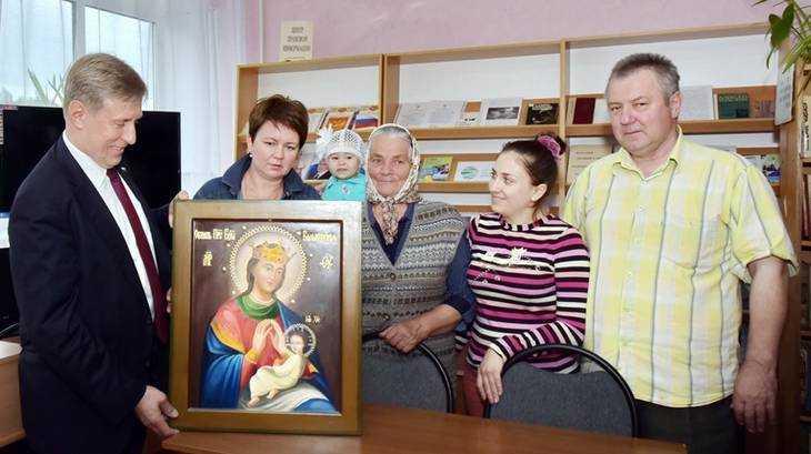 Брянский депутат Виктор Гринкевич подарил икону для часовни