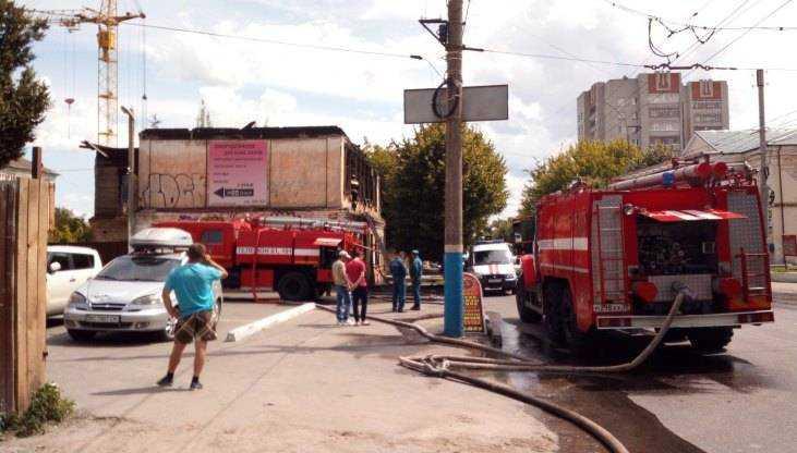 В Брянске образовалась пробка из-за пожара возле ДК глухонемых