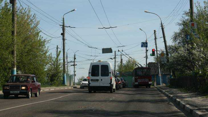 Бабушка потребовала 7 квартир за расширение дороги в Брянске на Городище