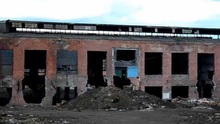 На разграбленном брянском заводе «Сантехлит» случился пожар