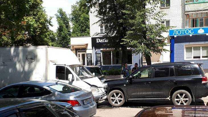 В Брянске жертвой массового ДТП стал Toyota Land Cruiser