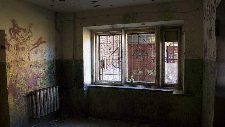 В Брянске директора «Жилкомсервиса» оштрафовали за разруху в подъездах