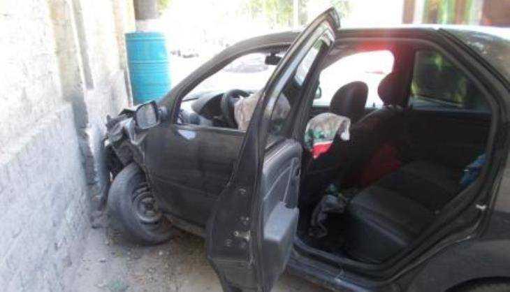 В Брянске водитель врезавшегося в забор такси покалечил женщину с сыном