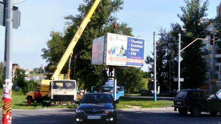 В Брянске убрали 175 незаконных рекламных щитов