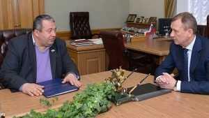 Неунывающий Хвича Сахелашвили сдал документы в брянский избирком