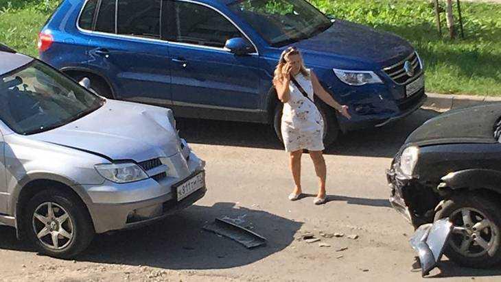 В Брянске дама и водитель внедорожника нанесли друг другу удары