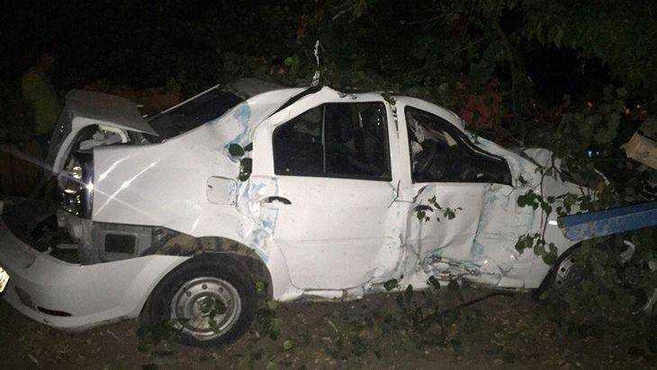 В Брянске иномарка врезалась в остановку и ранила 19-летнего парня