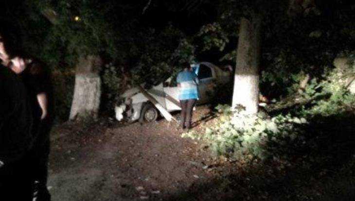 В Брянске задержали угонщика такси, снесшего остановку