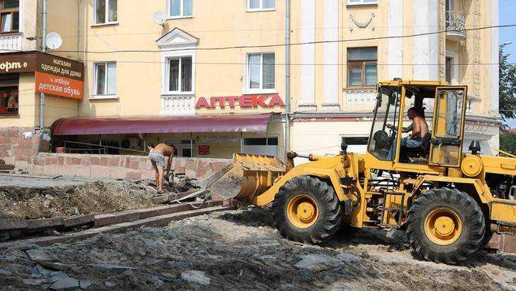В Брянске на бульваре Гагарина начали реконструкцию гранитной лестницы
