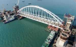 Опубликовано видео зрелищного подъема арки Крымского моста