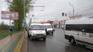 В Брянске возле «Аэропарка» автобус «уронил» пенсионерку и скрылся