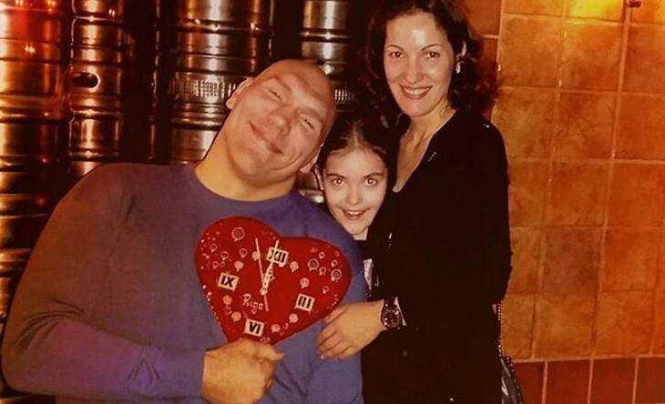 Депутат Николай Валуев в Брянске отпраздновал с женой день варенья