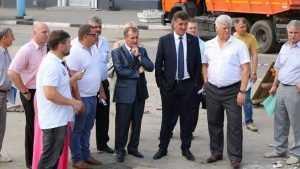 В Брянске на бульваре Гагарина у Винного замка спилят ели и тополя
