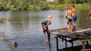 В Дятьковском районе в пору зноя внезапно закрыли купальный сезон