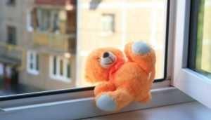 В Новозыбкове из окна второго этажа выпал трёхлетний малыш