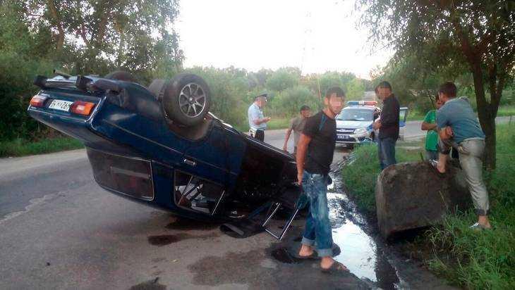 Пьяный веселый цыган виртуозно перевернул свой автомобиль