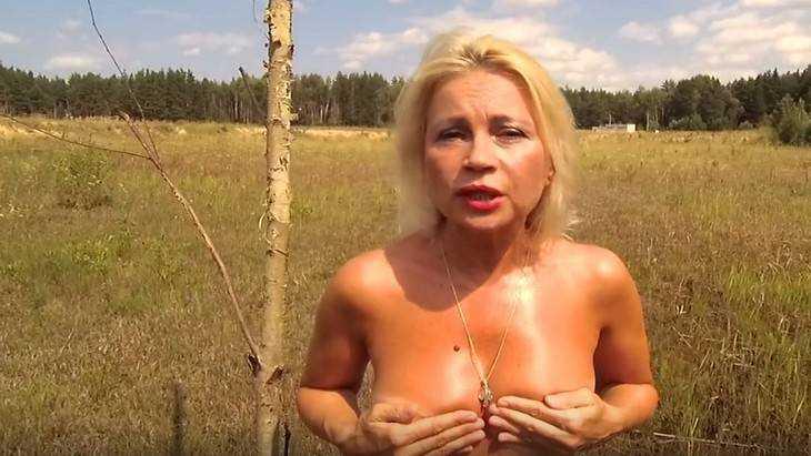 Актриса Нечаева обнажилась и записала видео о брянской свалке