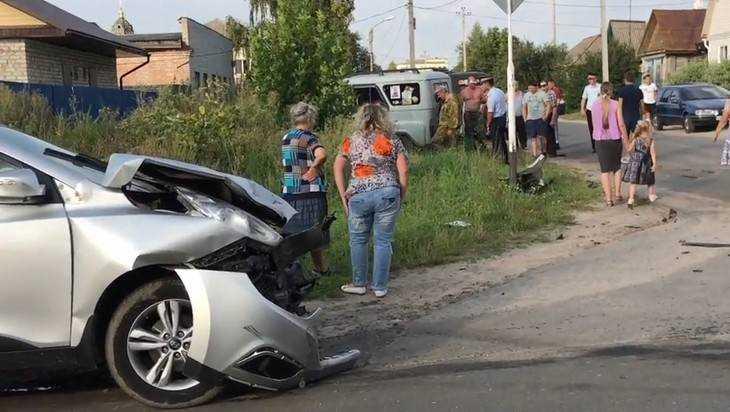 В Новозыбкове легковушка протаранила «танк»
