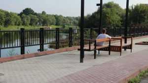 В Брянске заменят все скамейки на набережной