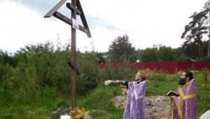 В брянском посёлке Свень освятили поклонный крест на месте будущего  храма