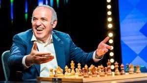 Брянский шахматист Ян Непомнящий выиграл черными у Каспарова