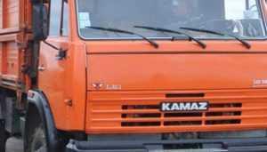В Брянске «КамАЗ» наехал на водителя и протаранил два автомобиля