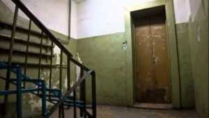 Брянского коммунальщика оштрафовали на 50 тысяч за разруху в подъездах