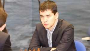 Победив Каспарова, брянский шахматист Непомнящий сыграл вничью с Карякиным