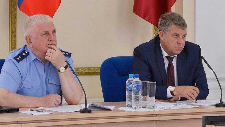 Брянский губернатор велел чиновникам сообщать о взятках и искусителях