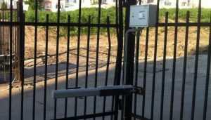 В Брянске сняли видео о сломавших ворота вандалах