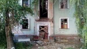 Общественники потребовали закрыть доступ в опасный дом в центре Брянска