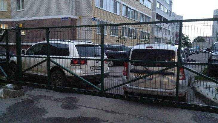В Брянске на Бежицкой улице заборная война подошла к суду