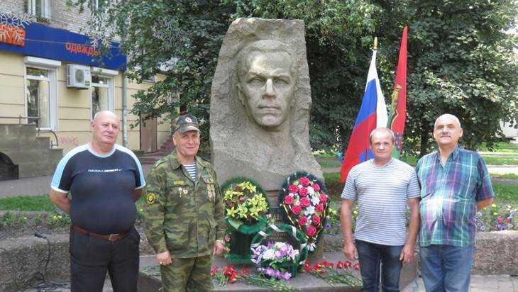 В Брянске на митинге вспомнили Дмитрия Медведева