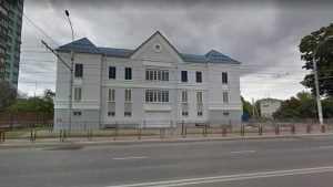 В центре Брянска обнаружили странный дом-призрак
