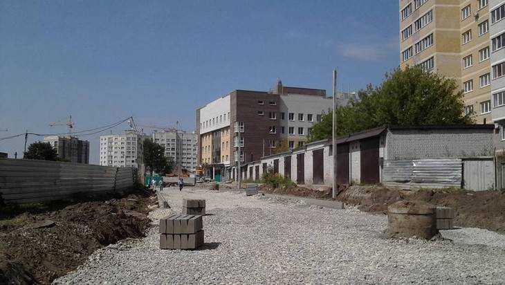 В Брянске на улице имени прокурора Рекункова уложили асфальт и сделали разметку