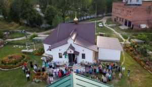 В Дятькове строящийся храм во имя Сергия Радонежского украсили куполом
