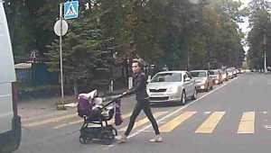 Брянец Виткевич рассказал о бросившейся под машину женщине с детской коляской