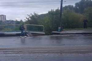 Опубликовано видео провала на Черметовском мосту в Брянске