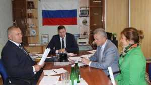 У депутата Валентина Суббота в Почепе попросили пристройку к школе и автобус