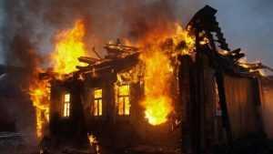 При пожаре в Дятькове Брянской области погибли мальчик и его родители
