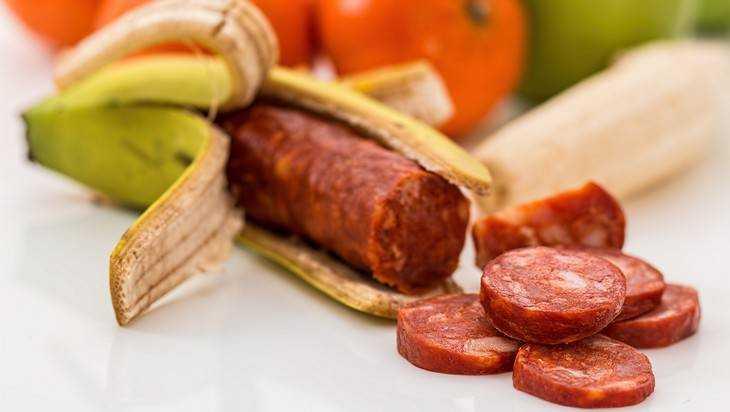 Брянские ветеринары лишили женщину 4 килограммов колбасы