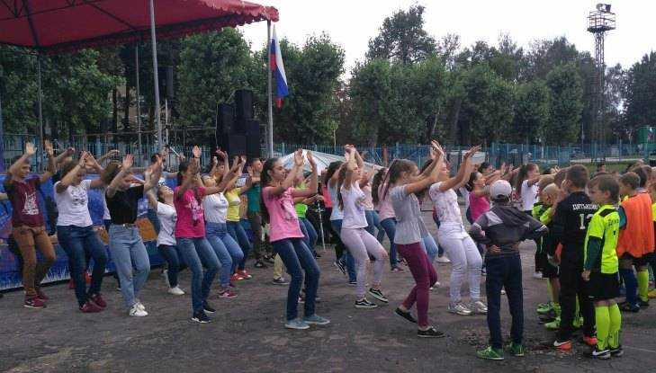 Брянцы сыграли в футбол и станцевали на фестивале «Энергия молодых»