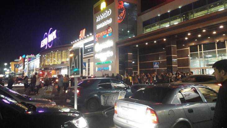 Стала известна причина эвакуации людей из торговых центров Брянска