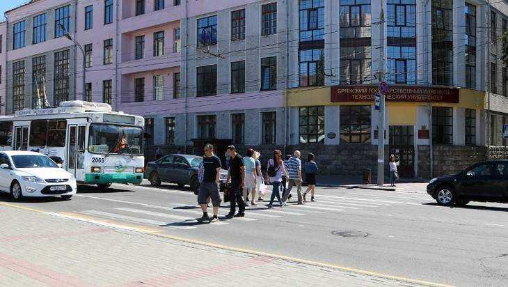 В Брянске на площади Ленина в 2018 году установят спорный светофор