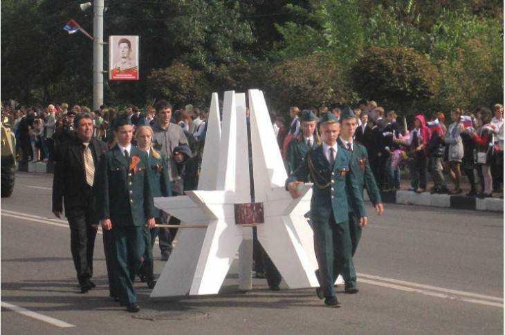 Власти Брянска не стали отменять Парад поколений из-за «Кросса наций»
