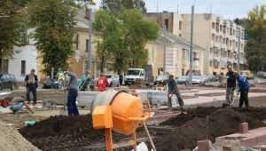 В Семёновском сквере Брянска отремонтировали памятник Игнату Фокину