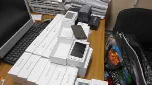 Брянские таможенники задержали молдаванина с 25 смартфонами