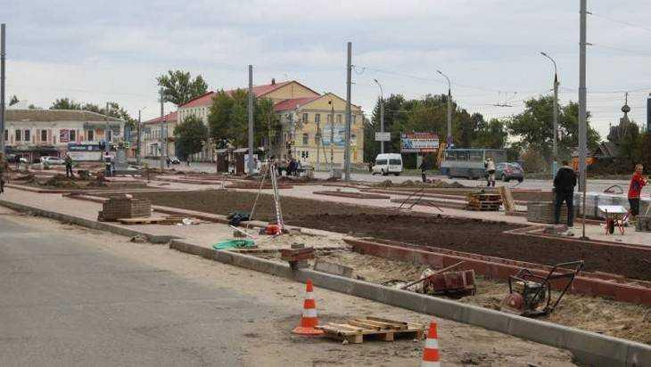 В Семеновском сквере в Брянске высадили новые деревья